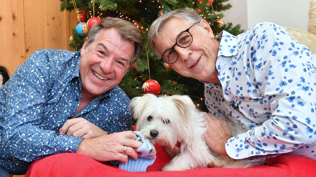 Seit gut zwei Jahren sind Patrick Lindner (links) und Peter Schäfer verlobt. Auf dem Bild ist noch Hund Obelix.