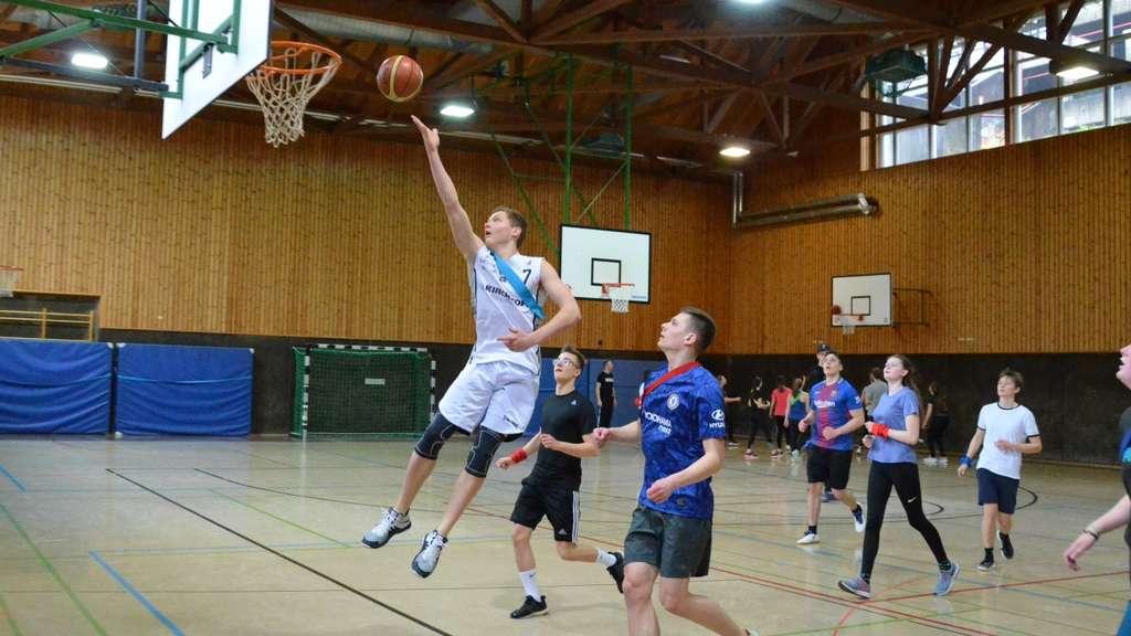 Stars am Burggymnasium: Iserlohn Kangaroos trainieren mit Schülern (11.03.2020)
