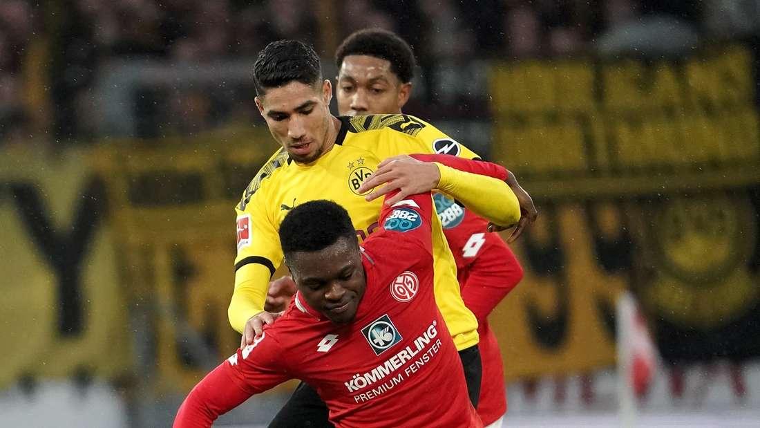 Achraf Hakimi (hinten) und Borussia Dortmund empfangen die abstiegsbedrohten Mainzer.