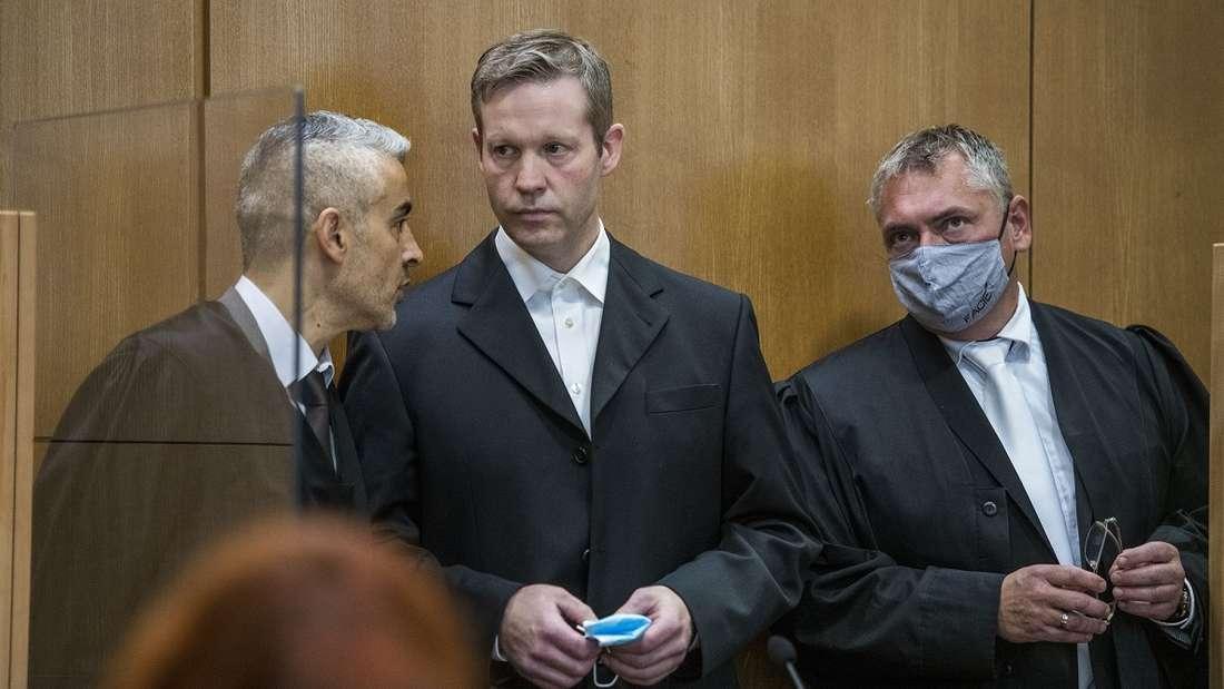 Lübcke-Mord: Prozess hat begonnen - Anwälte von Stephan Ernst fordern Verhandlungsaussetzung