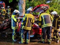 Zwei Schwerverletzte bei schwerem PKW-Frontalzusammenstoß