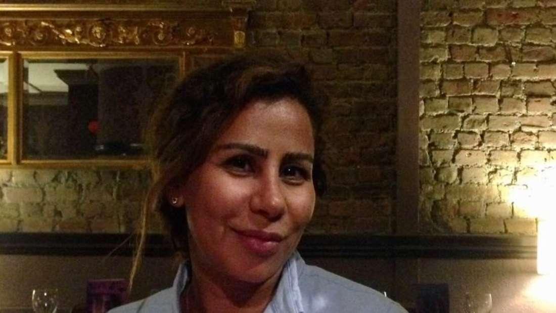 Rita Rossek erzählt von der schwierigen wirtschaftlichen Situation in Beirut.
