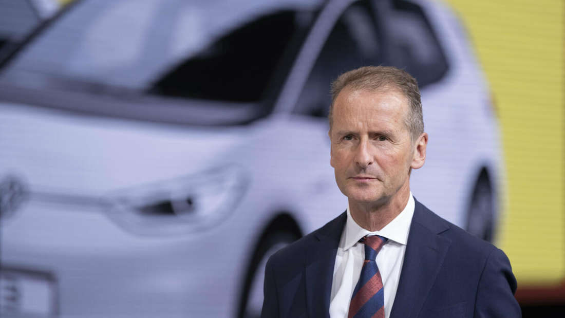 Herbert Diess, Vorstandsvorsitzender der Volkswagen AG, steht am Stand von Volkswagen auf der IAA.