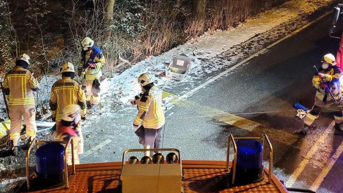 Die Feuerwehr Nachrodt rückte an, um die Ampel wieder aufzustellen