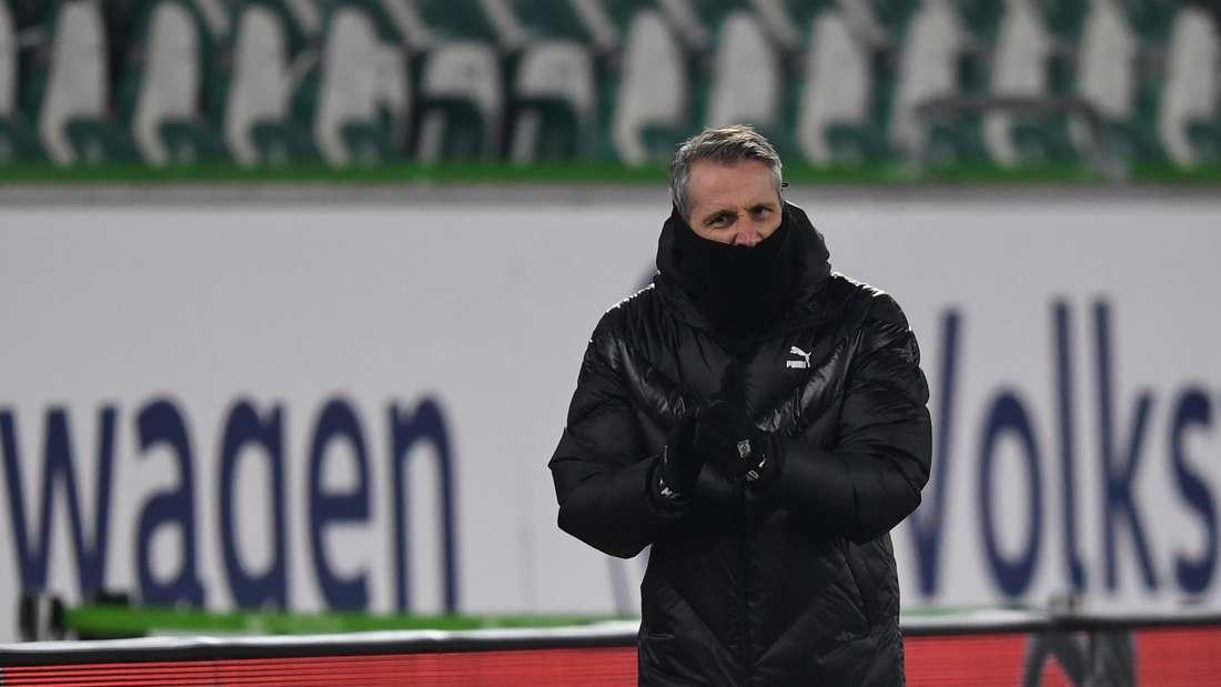 Bundesliga, VfL Wolfsburg - Bor. Mönchengladbach, 21. Spieltag in der Volkswagen Arena. Gladbachs Trainer Marco Rose während des Spiels.