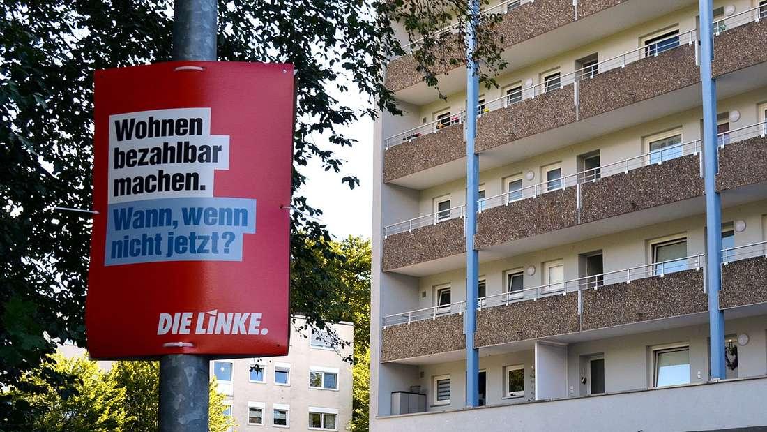 Wahlplakat vor Wohnblock