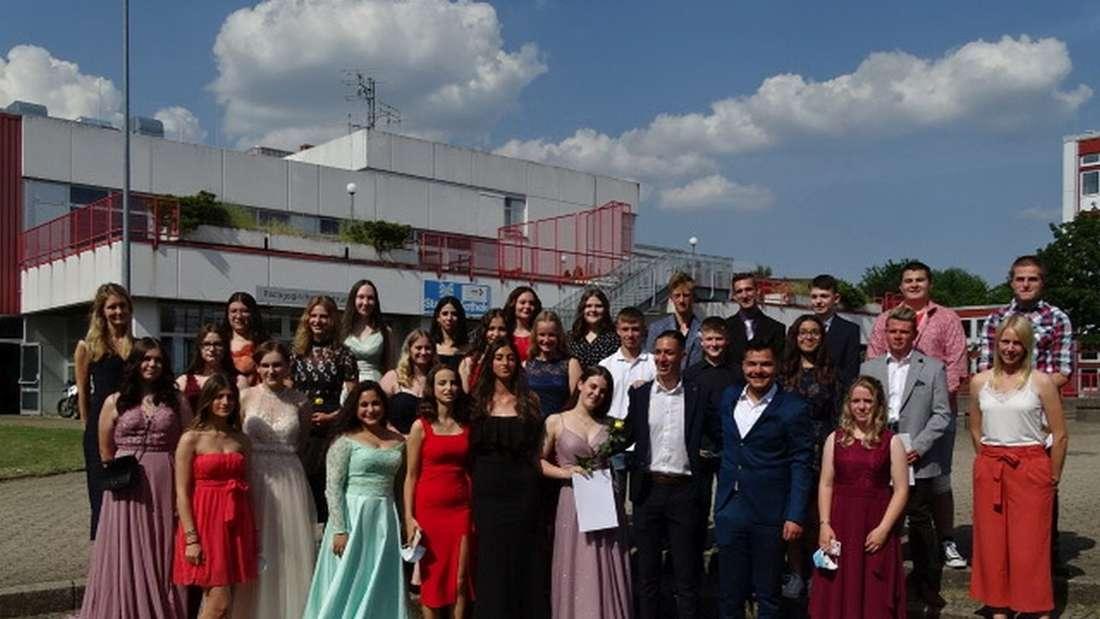 Insgesamt sechs zehnte Klassen erhielten im Rahmen einer kleinen Feier ihre Zeugnisse.