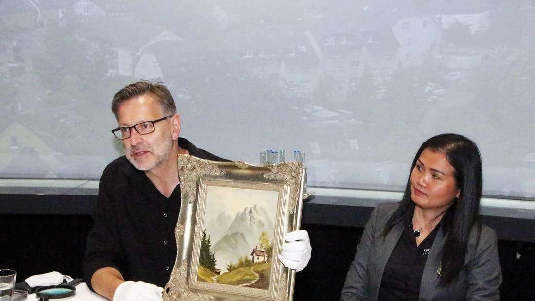 """Schätztag in der Lüdenscheider Phänomenta mit GaleristDetlev Kümmel, bekannt als Experte für Kunst und Antiquitäten aus der ZDF Sendung """"Bares für Rares"""
