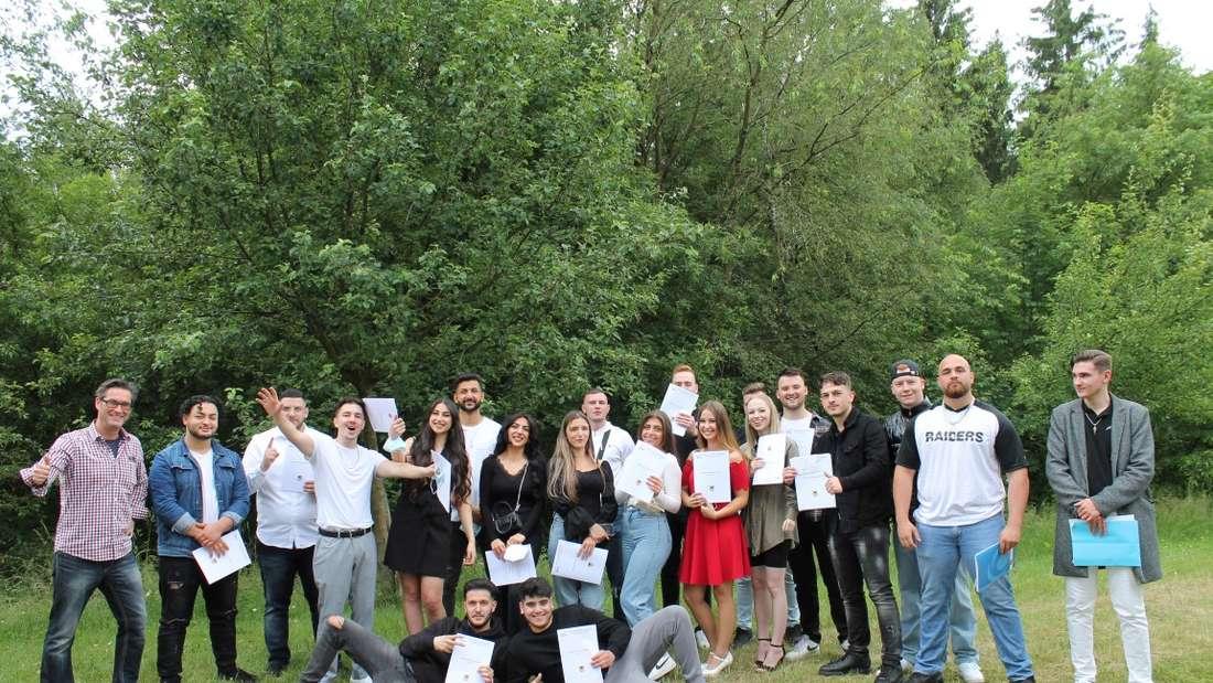 125 Absolventen an der Höheren Handelsschule