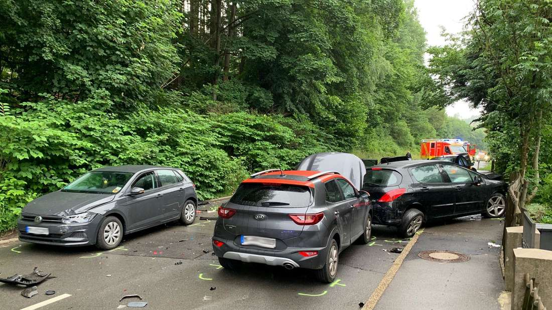 Schwerer Verkehrsunfall in Lüdenscheid: Sechs Pkw sind beteiligt.