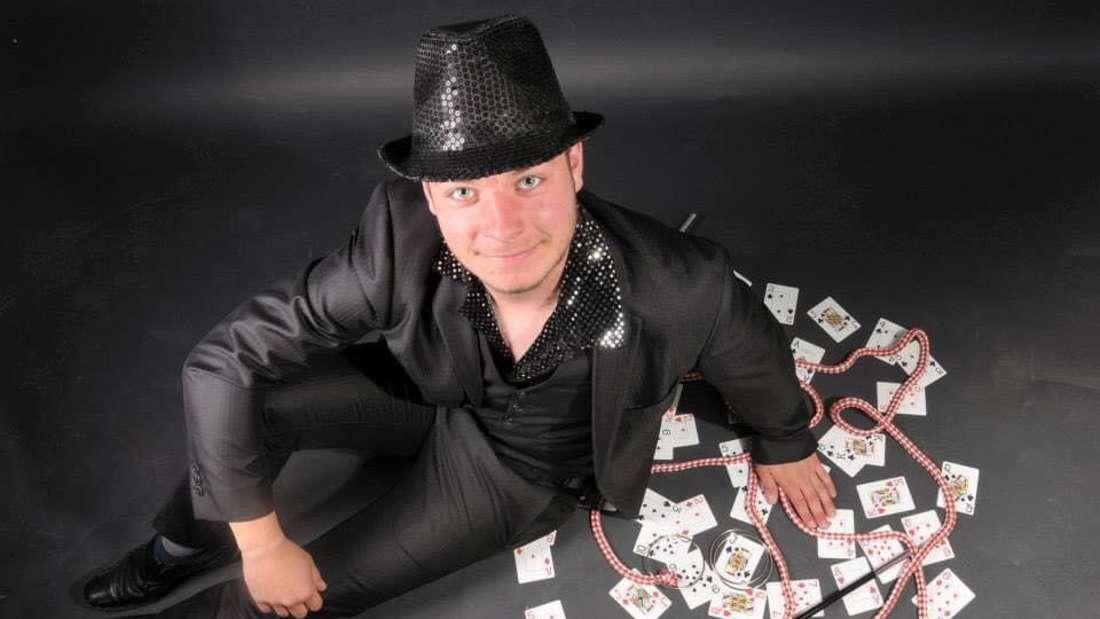 Sat.1-Kandidat Alexander Kaiser aus Lüdenscheid hat viele Talente und tritt auch als Zauberer auf.