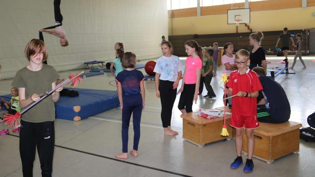 Den Ferienkindern stehen zwei Hallen in der Dreifachturnhalle, die Turnhalle in der Realschule, der Sonderklassentrakt der Hauptschule und die Tennisanlage für die insgesamt acht Workshops zur Verfügung.