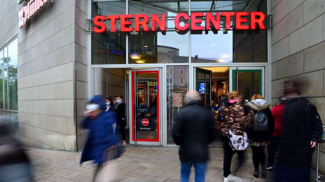 Im Stern Center gilt weiterhin die Maskenpflicht, die Personenzahlbeschränkungen in den einzelnen Läden fallen weg.