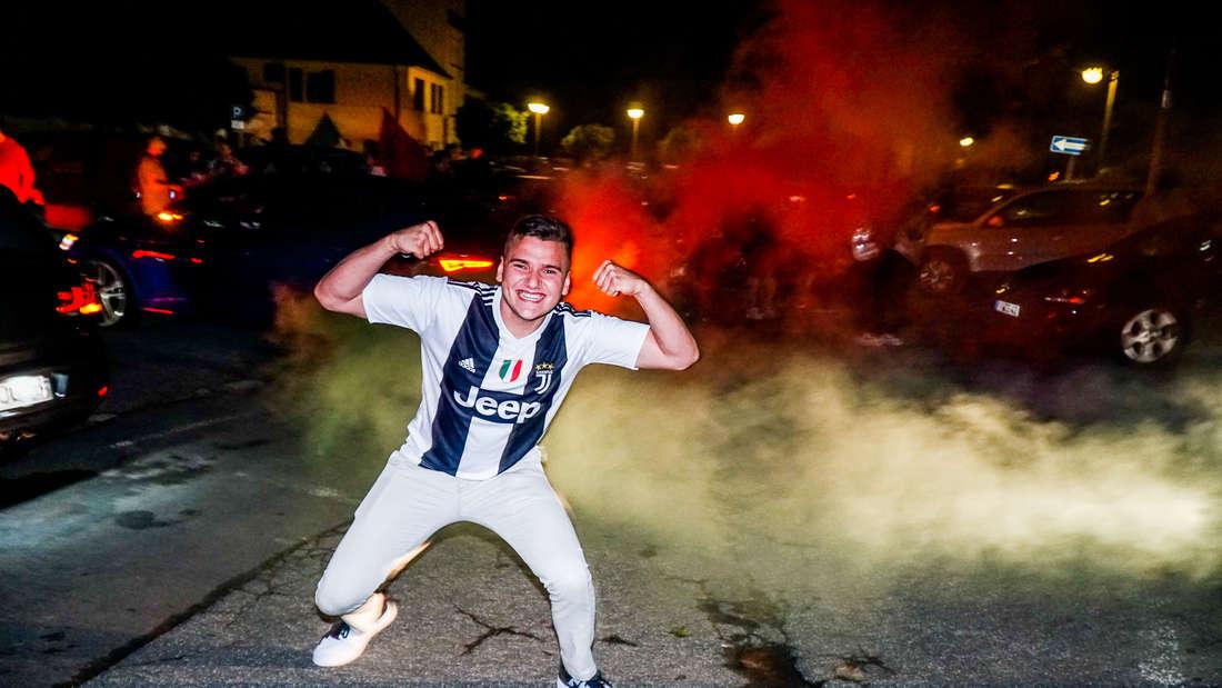 So ausgelassen feiern die italienischen Fußballfans im MK