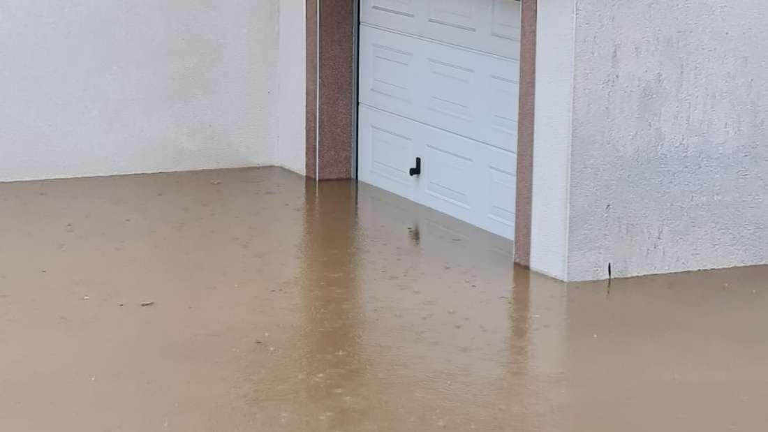 Aufräumarbeiten nach Überschwemmung Teil 2