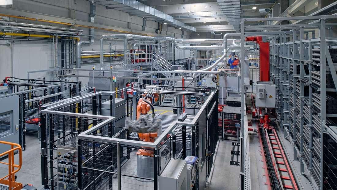 """In der """"Fabrik der Zukunft"""" setzt Vossloh unter anderem auf Automatisierungund Robotertechnik."""