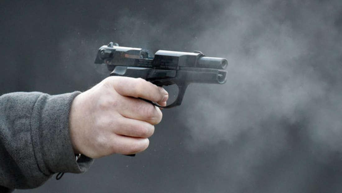 Einsatz der Polizei in Kassel:Männer feuern Schüsse mit Gaspistole ab.