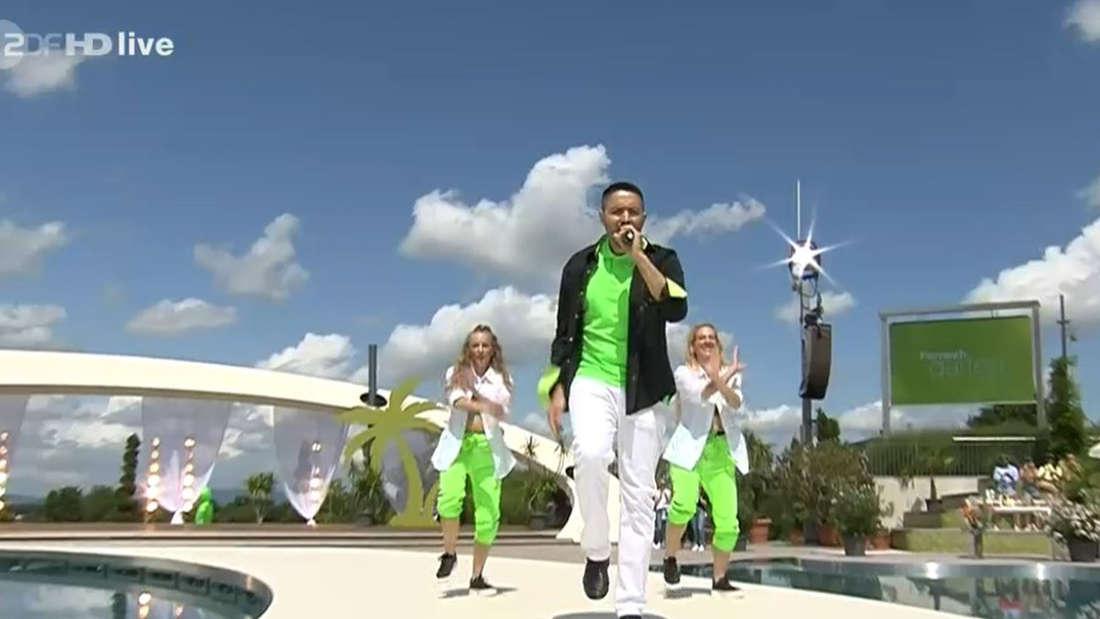 Menderes Bağcı singt im ZDF-Fernsehgarten