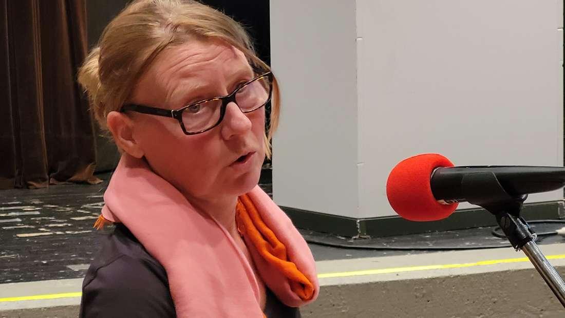 """Caroline Ossenberg-Engels ist Architektin aus Altena und arbeitet seit einiger Zeit bei der Stadtverwaltung Werdohl. Sie stellte ihre Funktion im Rat so dar: """"Ich bin die Task-Force für die Feuerwehrhäuser."""""""