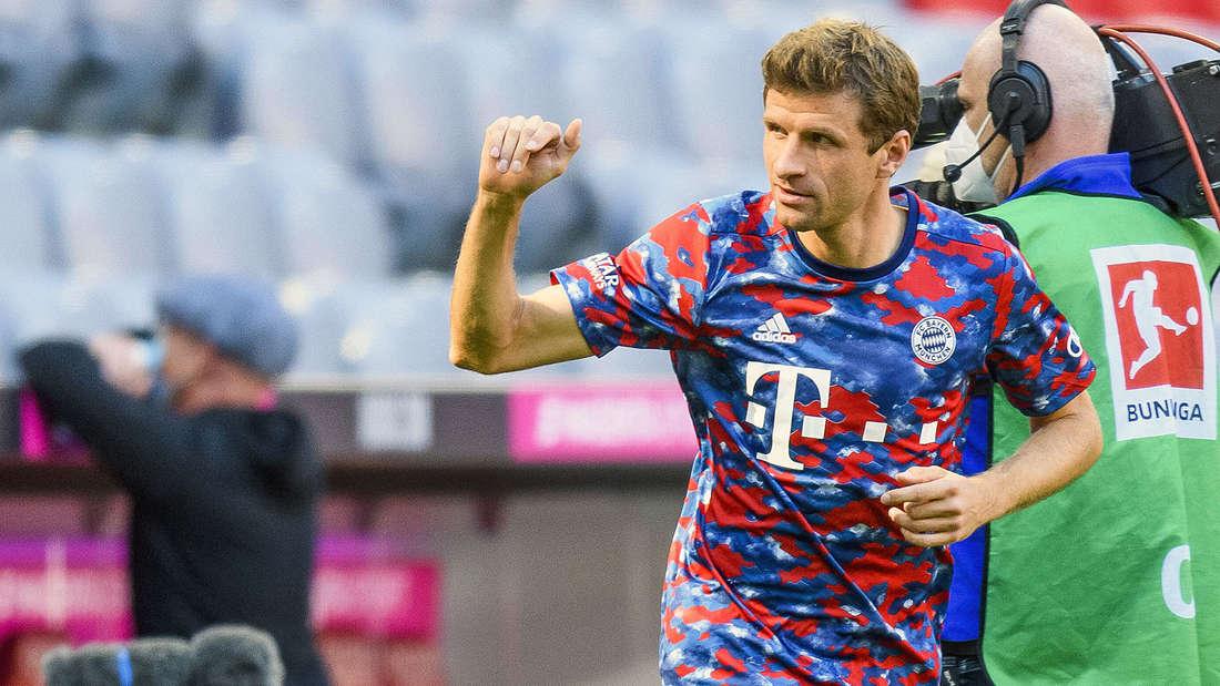 Thomas Müller läuft im Spiel gegen den VfL Bochum in einem besonderen Trikot auf.
