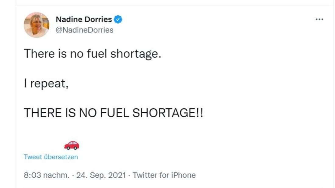 """""""Es gibt keinen Kraftstoffmangel"""", twitterte Kulturministerin Nadine Dorries. """"Ich wiederhole: ES GIBT KEINEN KRAFTSTOFFMANGEL!!"""""""