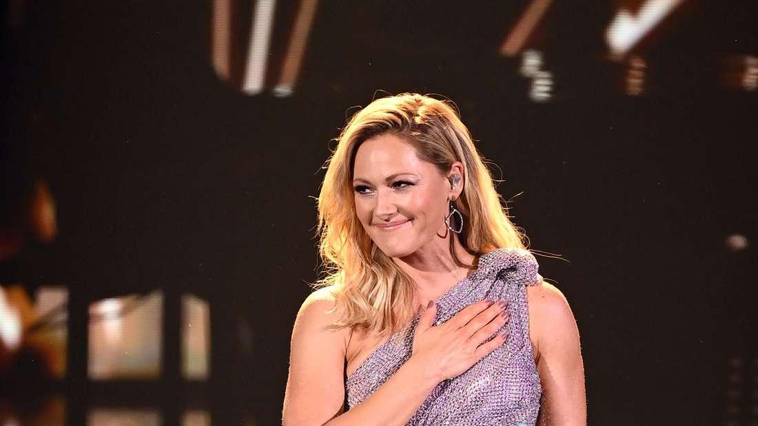 """Sängerin Helene Fischer steht bei der TV-Spendengala """"Ein Herz für Kinder"""" auf der Bühne."""