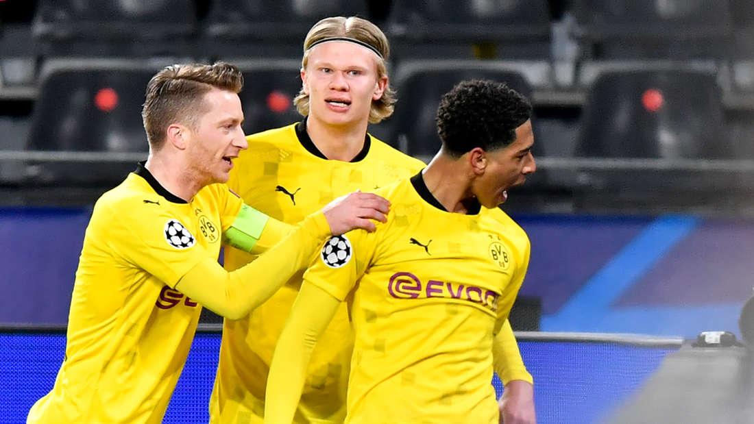 Marco Reus, Erling Haaland sowie Juge Bellingham (v.l.) jubeln über einen Treffer