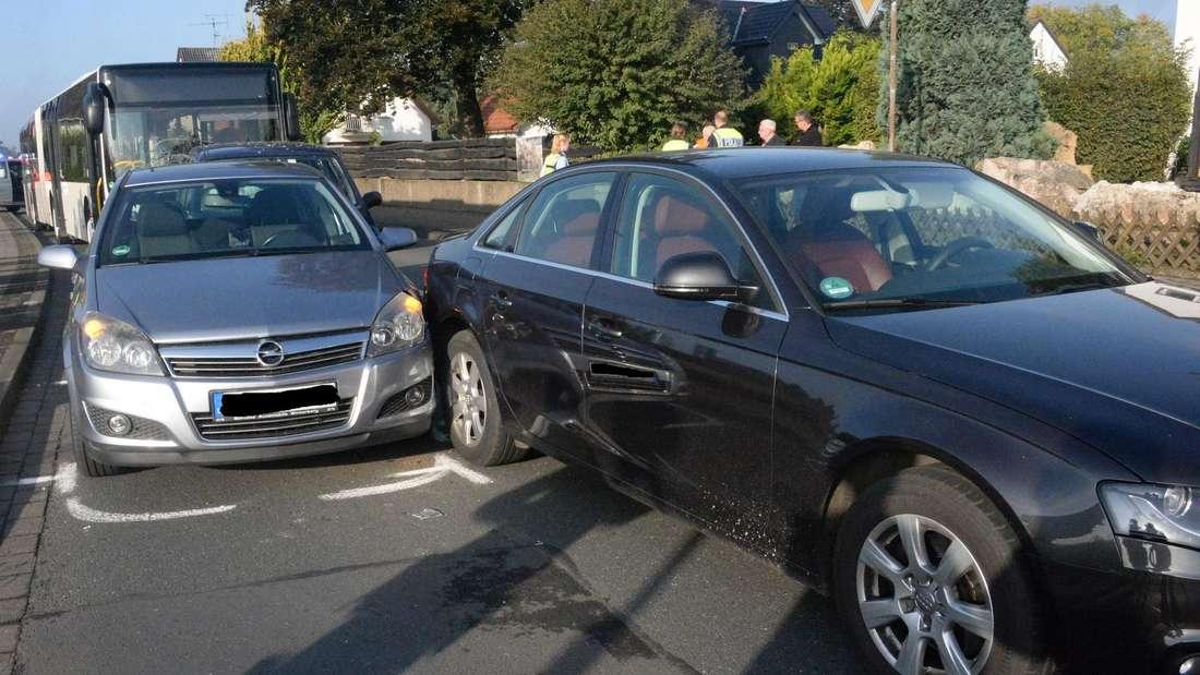 Heftiger Auffahrunfall in Borgolzhausen. 10 Schüler wurden verletzt. Ein Autofahrer erlitt schwere Verletzungen.
